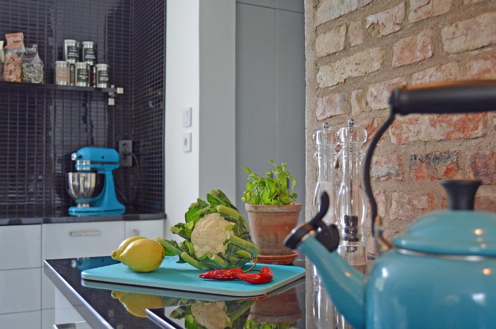 Frukt, grönsaker och färska kryddor - ett måste i vårt kök.