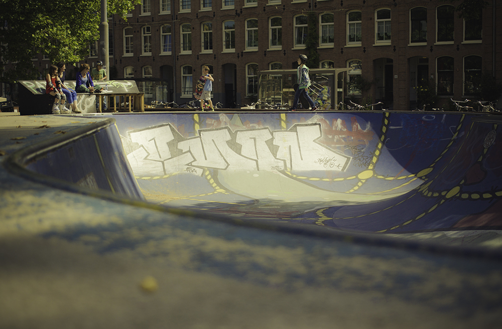 I where at this huge skate bowl (Marnix bowl) yesterday . It was hard but fun, I have to get use to it.