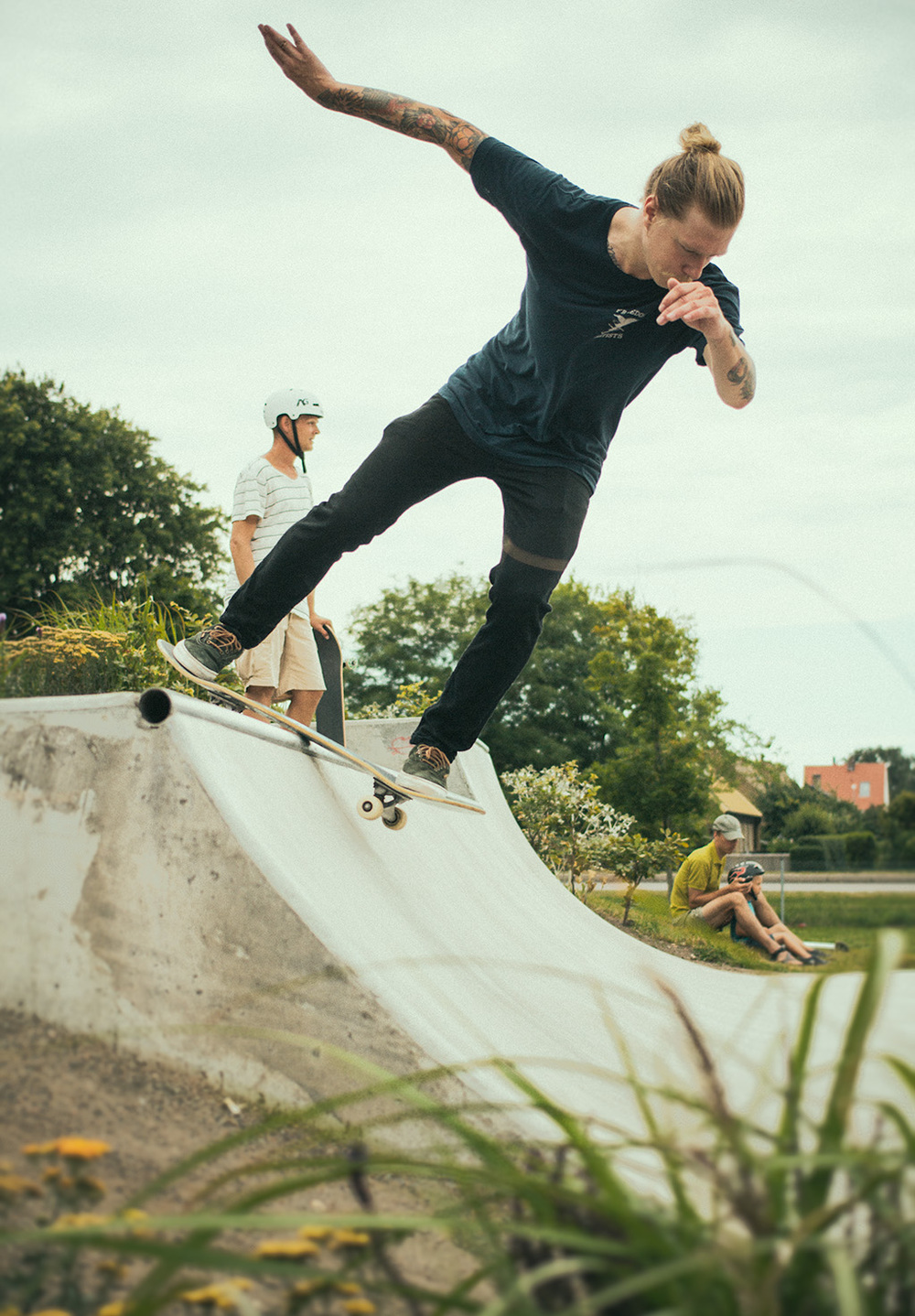 I have been to a little skate trip today with Daniel. We visited Höganäs and Ängelholm skatepark.  Here is a picture on Daniel making a Bs disaster in Höganäs.