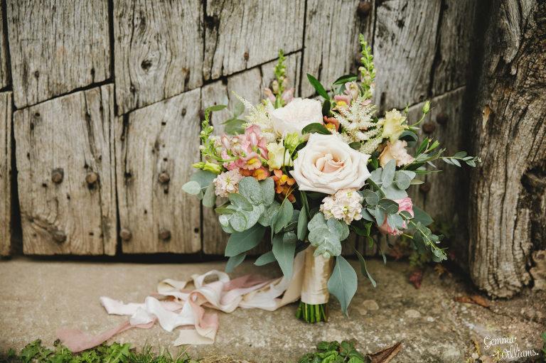 Dewsall-Wedding-GemmaWilliamsPhotography008-2000x1333(pp_w768_h511).jpg