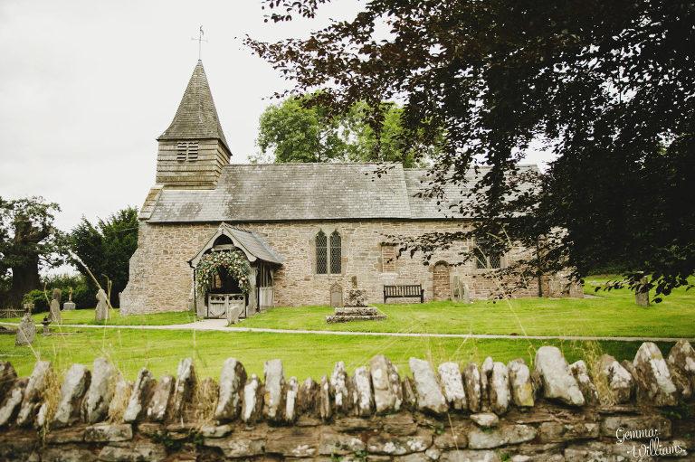 Dewsall-Wedding-GemmaWilliamsPhotography012-2000x1333(pp_w768_h511).jpg