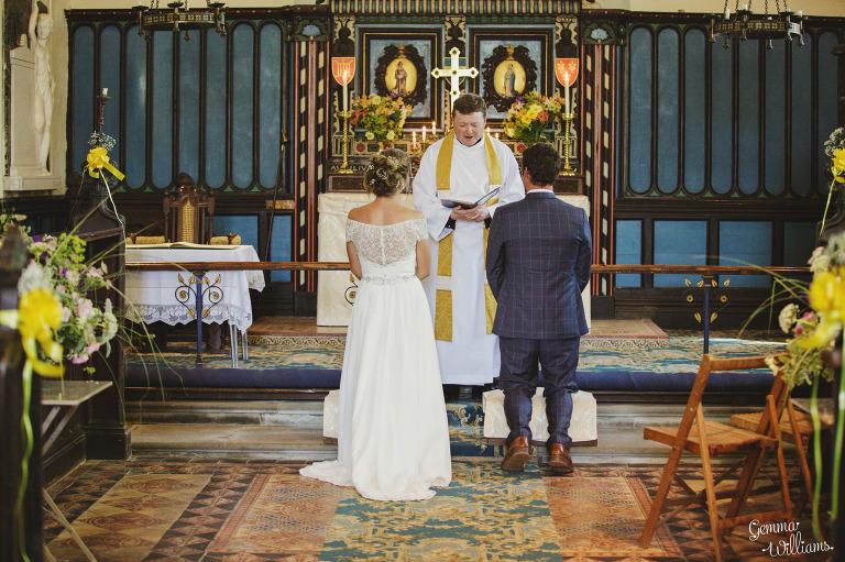 herefordshire-yurt-wedding-gemmawilliamsphotography_0061(pp_w768_h511).jpg