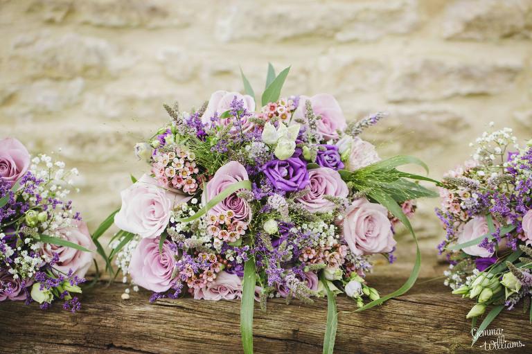 kingscote-barn-wedding-gemmawilliamsphotography_0003(pp_w768_h511).jpg