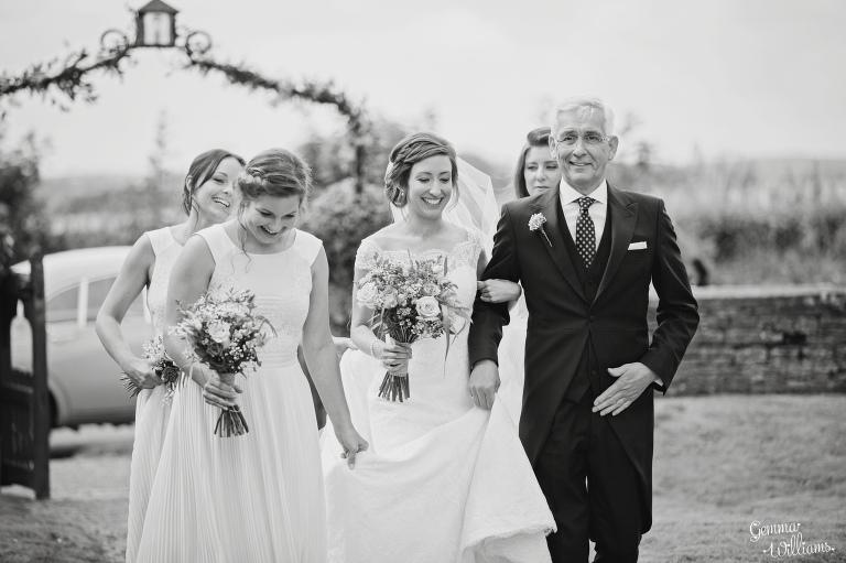 kingscote-barn-wedding-gemmawilliamsphotography_0019(pp_w768_h511).jpg