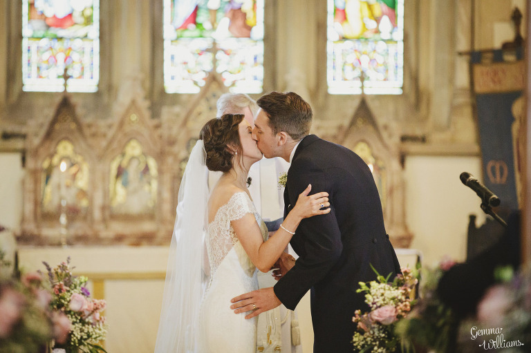 kingscote-barn-wedding-gemmawilliamsphotography_0027(pp_w768_h511).jpg