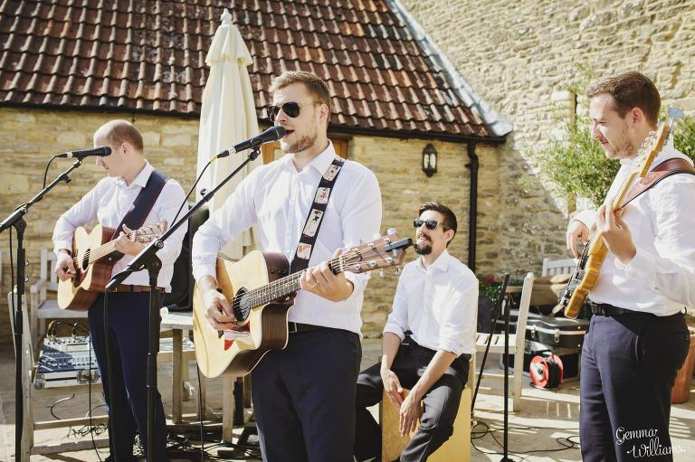 kingscote-barn-wedding-gemmawilliamsphotography_0045(pp_w768_h511).jpg
