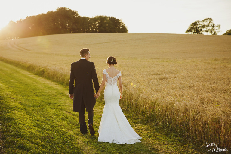 kingscote-barn-wedding-gemmawilliamsphotography_0070(pp_w768_h511).jpg