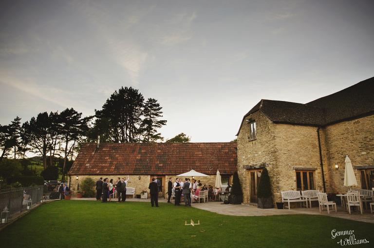 kingscote-barn-wedding-gemmawilliamsphotography_0071(pp_w768_h511).jpg