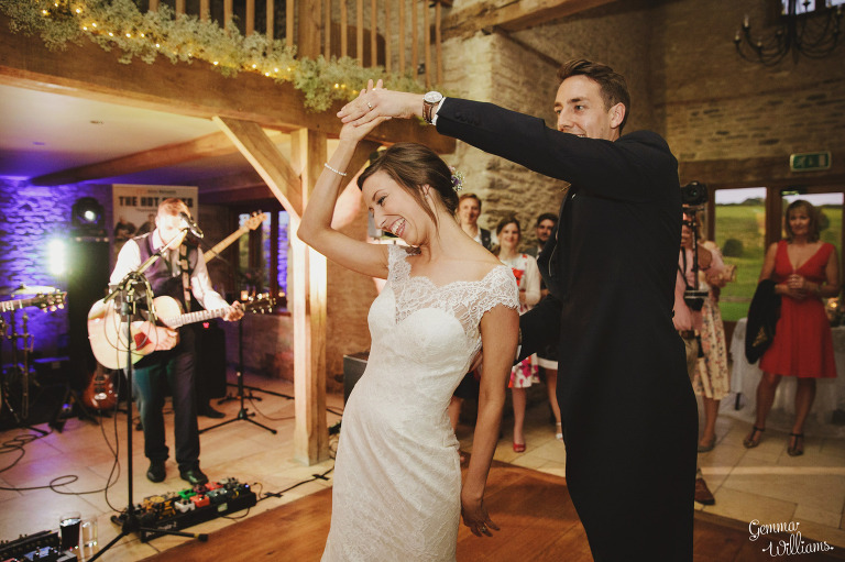 kingscote-barn-wedding-gemmawilliamsphotography_0077(pp_w768_h511).jpg