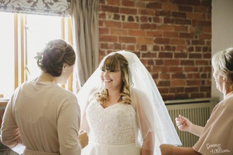 Curradine-Barns-Wedding-GemmaWilliamsPhotography014-1024x682(pp_w768_h511).jpg