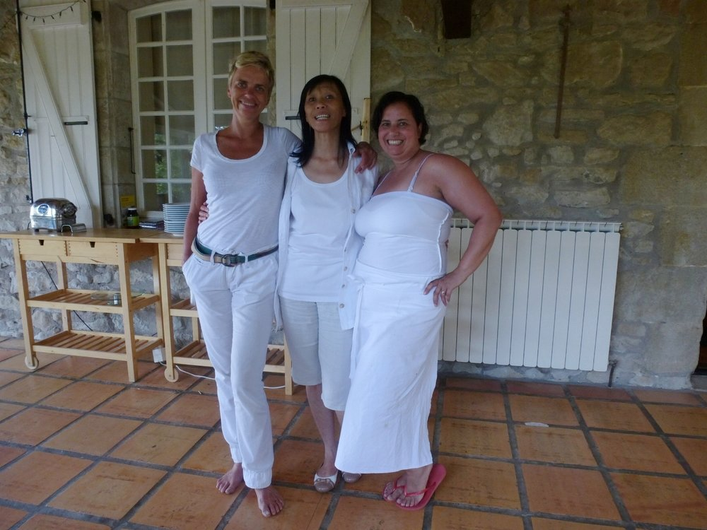 With amazing therapist Chantal Dubrocq ( psychogénéalogie) and new friend Aicha Iben-Zahir (Owner of Entrepôt des Saveurs a Montpellier) I love that she was my assistant:-)   photo Christiane Schweitzer