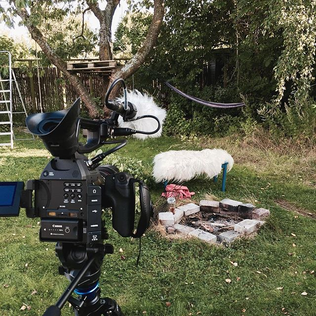 Waiting for @flemming_stedsans to gather some firewood. It will be quick he said. Just five minutes, he said. @mettehelbak found some whine for us in the mean time. #filming #fire #c100