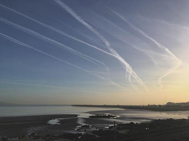 Another morning, another sky. Too much beauty. #skylovers #lovindublin #dublinskies #discoverireland #morningglory #monkstown #beach #seaside #instaireland #instadublin #documentdublin #dublindaily