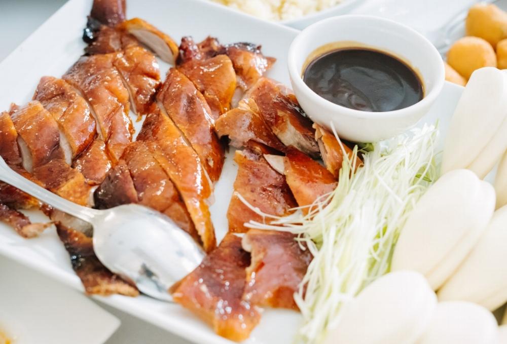 Peking duck wth steamed buns   Vit quay Bac Kinh