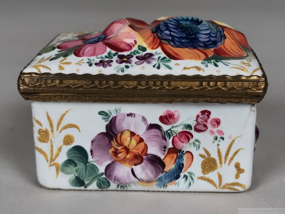"""South Staffordshire (Bilston) Enameled Box and Cover, 1750 – 1780, 2½"""" x 2."""""""