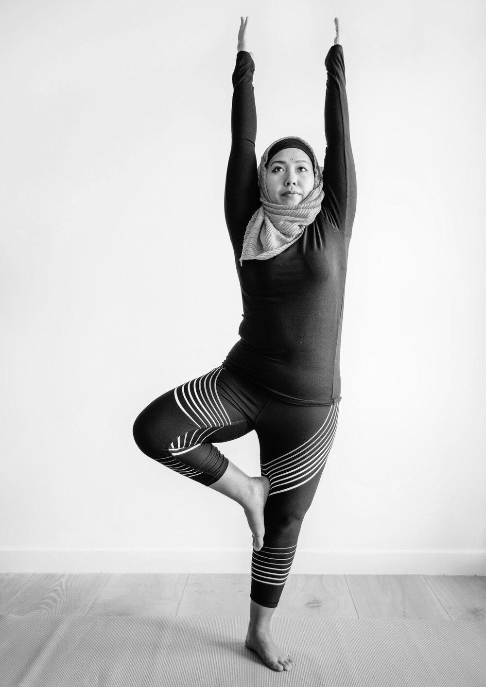 iStockPhoto_prenatal yoga_twist.jpg