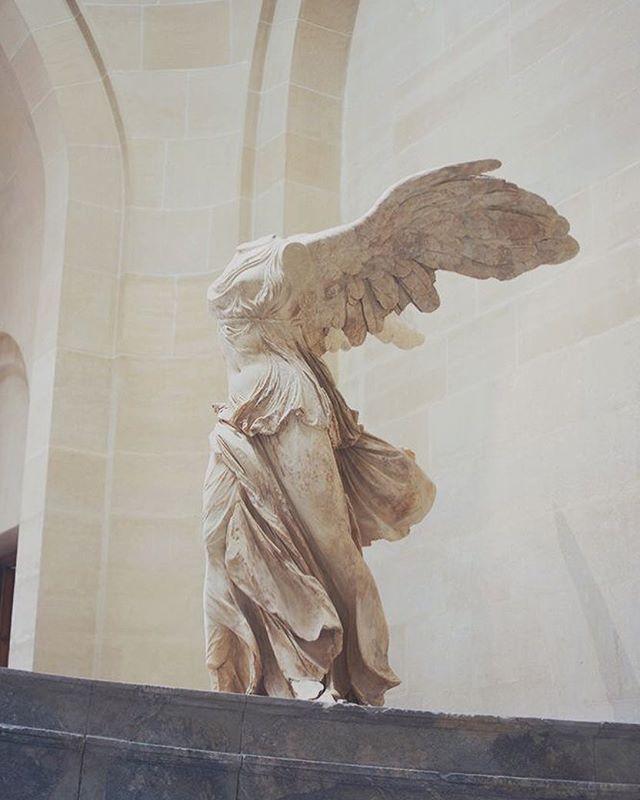 Statue de Niké, Musée du Louvre