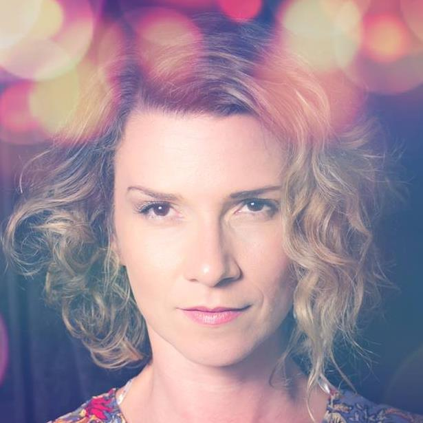 Carolina Nery | Performer/Designer