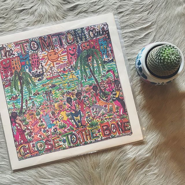 Tom Tom Club〰close to the bone . . . . . #vinyl #tomtomclub #talkingheads #vintage #carseatheadrest