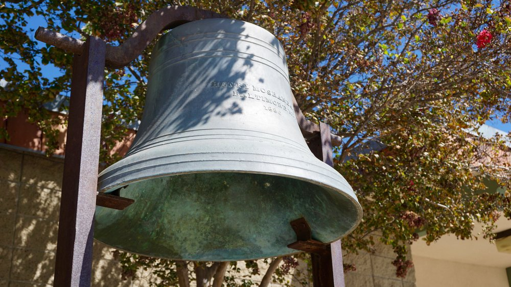 The bell that was used in 1886 to call kids to class.