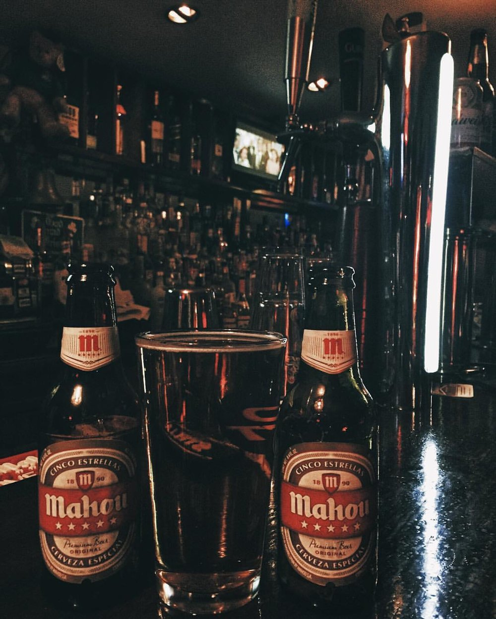 Friday night Mahou at the Shannon Pot in Long Island City