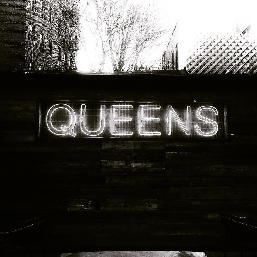 The Queens Love is real.  And the $10 burger and beer special is real.                #queenslove #queensnyc #astoriany #sekendsun #astoriafood #queenseats #queenscapes #heartofqueens  (at Sek'end Sun)