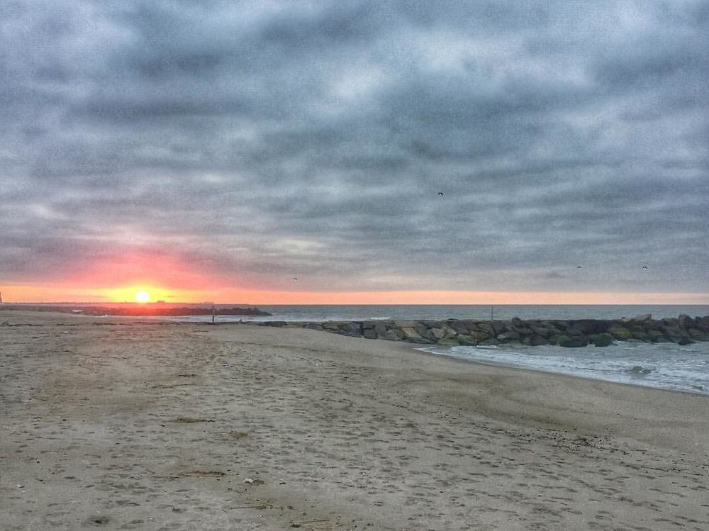 Beautiful (and cold) St. Rose of Lima Easter sunrise mass on the beach in Rockaway.  Happy Easter, Queens!                  #iwokeupat6 #onlyforSMJ #rockawaybeach #weareonebody #rbny #stroseoflima #rockawayqueens #queensnyc #queenscapes #queens #heartofqueens   (at St Rose of Lima Catholic Academy)