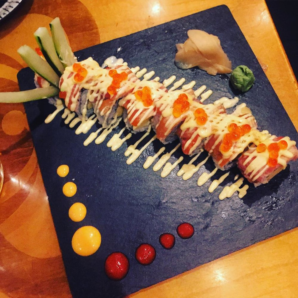 Craving right now: the Tamago roll (layers of egg with seared salmon, mayo, & ikura aka roe) from Sake Bar by Zabb in Jackson Heights cc: @jacksonheightsqns             #queenscravings #jacksonheights #jacksonheightsny #queensnyc #queens #jacksonheightsfood #food #queenseats #eeeeeats #queensistasty #jacksonheightsqns #heartofqueens  (at Sake Bar by Zabb)