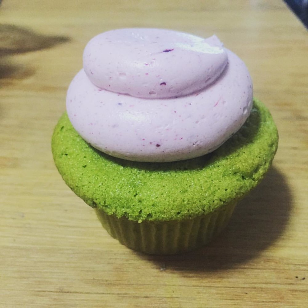 We ordered a very special cake from Silk Cakes in Forest Hills so of course I had to get some delicious cupcakes and try some of their holiday treats! This is the green tea cupcake with blueberry buttercream 🎂😍 (at Silk Cakes)