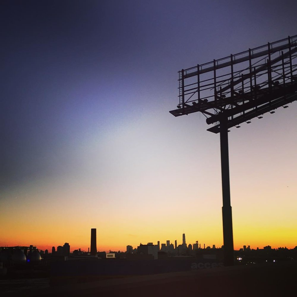 Heading to Maspeth towards Maurice avenue on the LIE–always a great spot to catch a view and a sunset (if you're the passenger!) (at Maurice Ave)