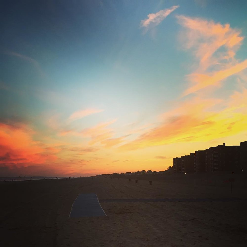 Beautiful sunset in #Rock tonight! Via @lizzygilly23  (at Rockaway 118 Street)