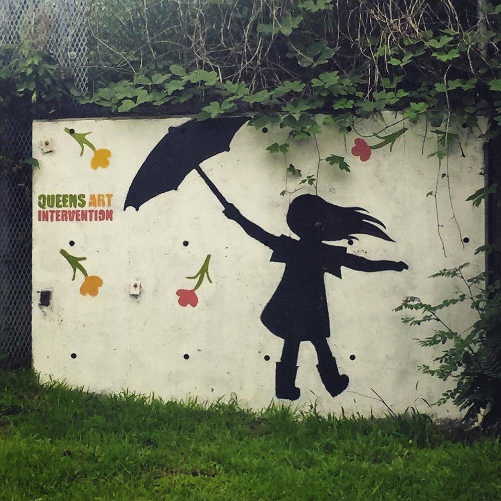 Day 55/100: Rainy day commute vibes at Alderton Garden in #RegoPark        #regoparkny #queens #queensnyc #itsinqueens #aldertongarden #regoparkgreenalliance #queensartintervention #heartofqueens #100DaysOfQueens  (at Cvs Rego Park)