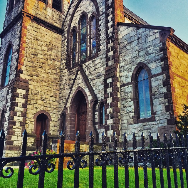 Day 36/100: love when there's random pretty churches on #queensblvd       #queensblvd #54thave #grandavenewtown #queenscapes #heartofqueens #100DaysOfQueens (at First Presbyterian Church of Elmhurst)