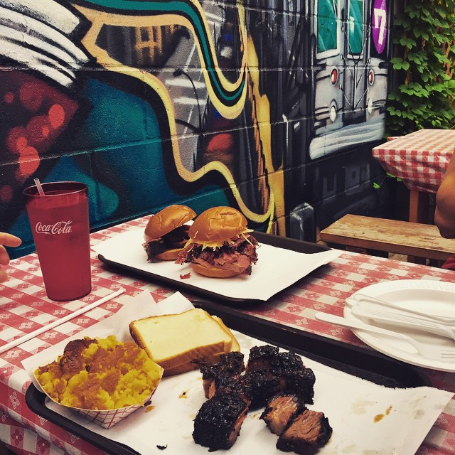 Day 25/100: Love sitting in the backyard at John Brown Smokehouse plus the burnt ends & corn bread are pretty damn good      #longislandcity #lic #queens #queensnyc #queensfood #itsinqueens #heartofqueens #100DaysOfQueens (at John Brown Smokehouse)