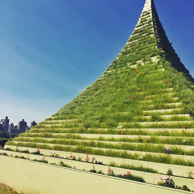 Day 20/100: This 30-ft high Living Pyramid is continuing to grow @socratespark in #longislandcity.  It's there until August 30th so be sure to check it out this summer to see how it evolves!      #queensnyc #queens #lic #queenscapes #socratessculpturepark #itsinqueens #heartofqueens #100DaysOfQueens  (at Socrates Sculpture Park)
