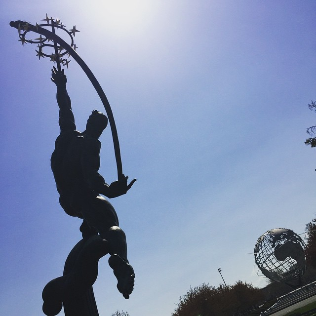 Day 2/100: #Queens is steeped in such a cool and unique history and no where is that more apparent than at Flushing Meadows Corona Park.  The Rocket Thrower sculpture and the Unisphere were both commissioned for the 1964-65 World's Fair.      #heartofqueens #itsinqueens #flushingmeadows #corona #flushingmeadowscoronapark #unisphere #100DaysOfQueens  (at Rocket Thrower)