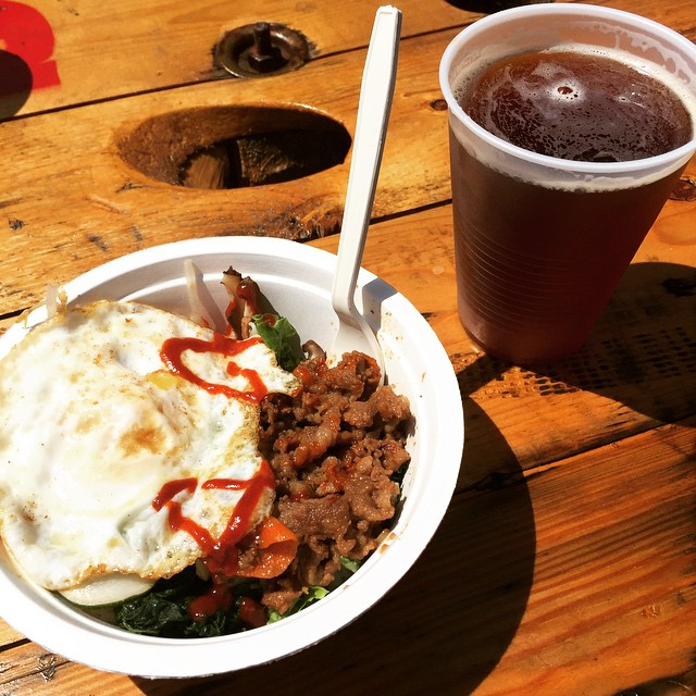 Stopped by @licflea to get some lunch from #riceandchopsticks and @bigalicebrewing .. so good on such a beautiful day! #LIC #queens #heartofqueens #longislandcity #licflea (at LIC Flea)