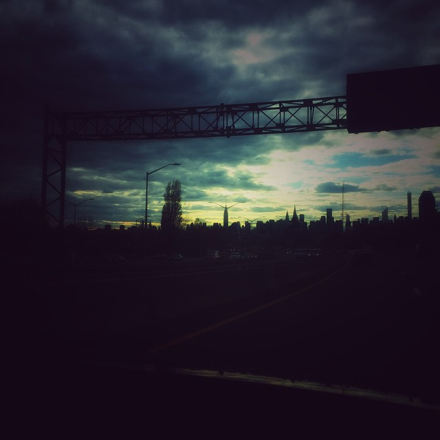 The LIE does have some pretty great views   #latergram #longislandexpressway #queens #longislandcity #heartofqueens  (at I495 Long Island Expressway)