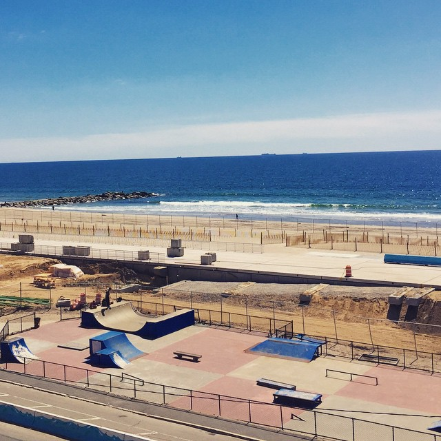 Summer is coming 🏄 #rockawaybeach #skatepark #queenscapes #queens #heartofqueens  (at Beach 91st - Rockaway Beach)