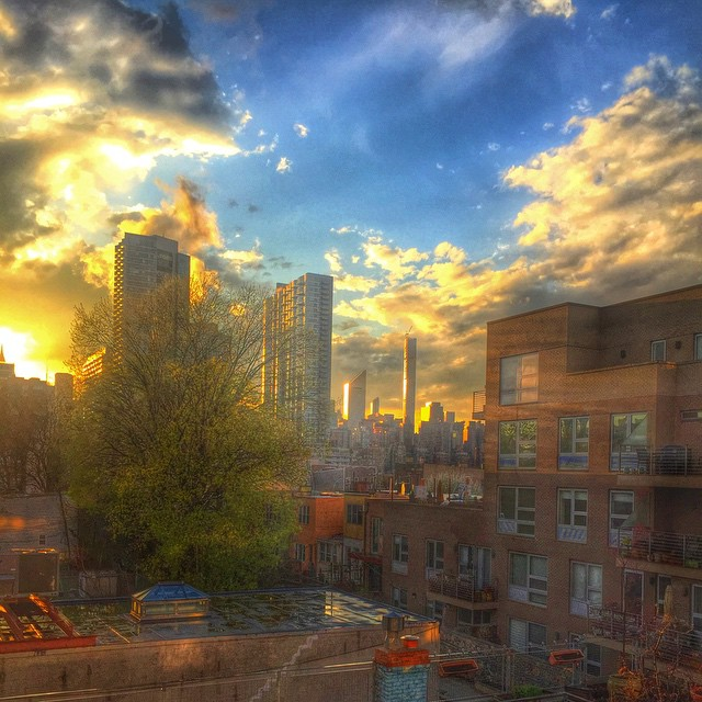 Current view ☀️ #longislandcity #queens #queenscapes #heartofqueens #snapseed (at Long Island City water view)