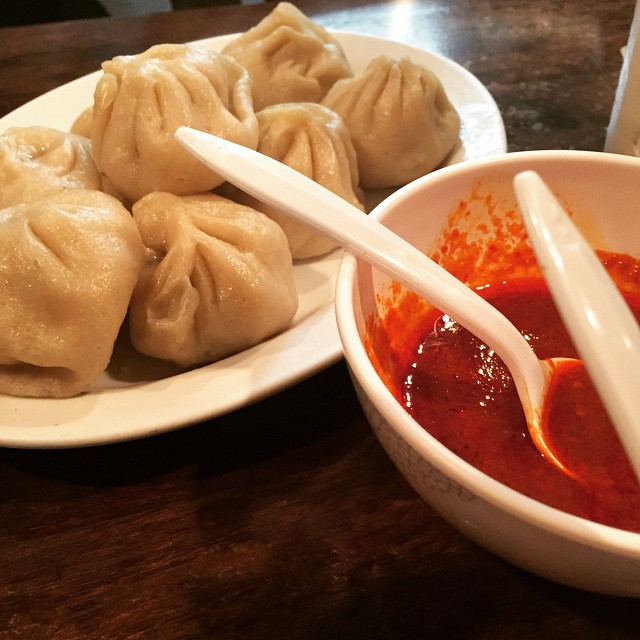 Some mo' momo from Phayul #steamedchicken #spicysauce #jacksonheights #queens #heartofqueens (at Phayul Restaurant)