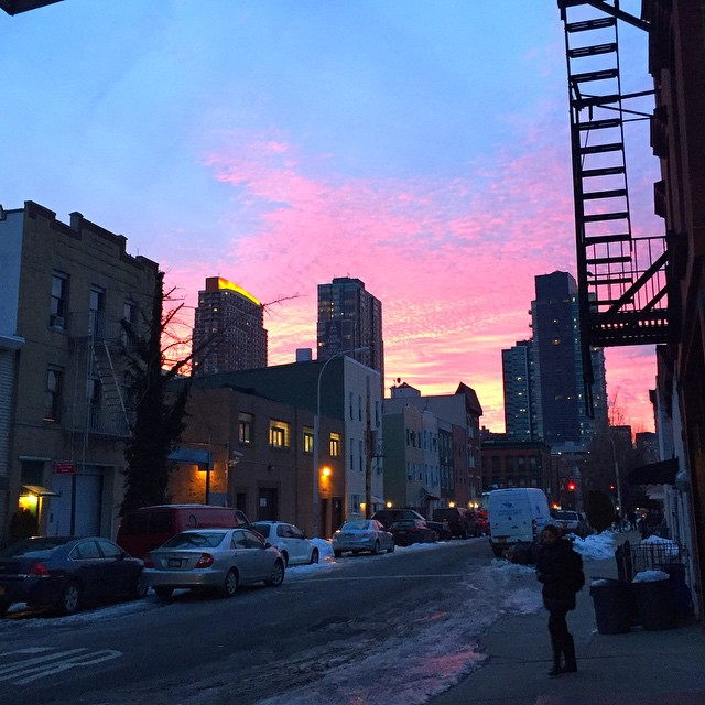 One of many crazy pink sky pictures that are probably about to be posted #LIC #queenscapes #nofilter #queens #heartofqueens (at Long Island City, New York)
