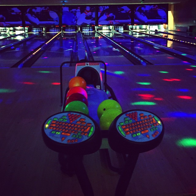 Some cosmic bowling via @ciaramc30 #astoria (at Astoria Bowl)