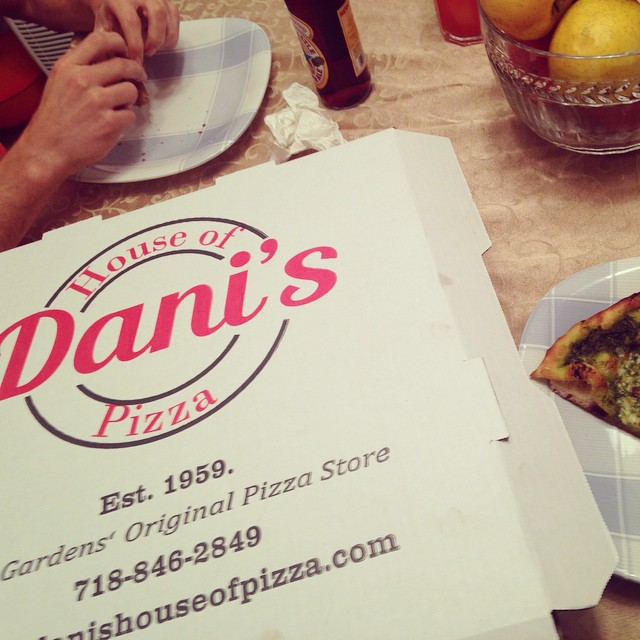 My dad's birthday dinner request #kewgardens #pestoslice #danis (at Dani's House of Pizza)