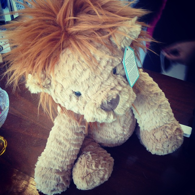 Can I keep this little guy for myself? #babypresents #lic @tinyyou  (at Tiny You)