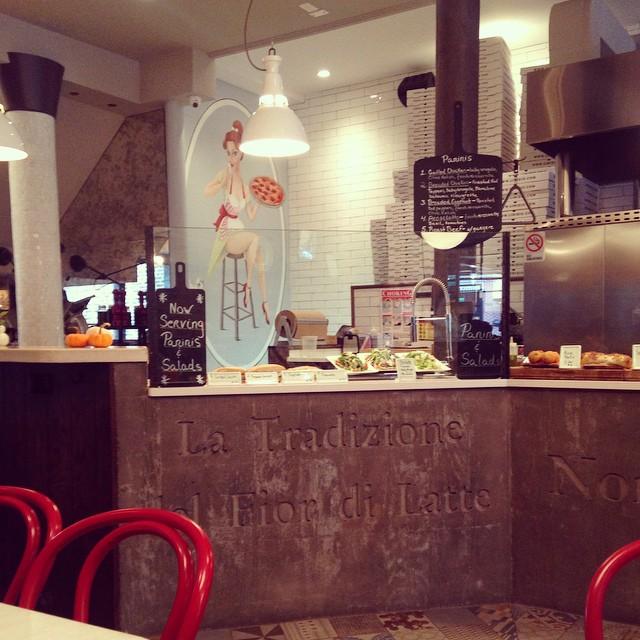 Some rainy day pizza at L'Inizio #lic  (at L'Inizio)
