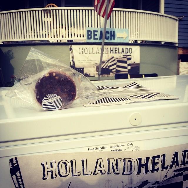 Finally tried @hollandhelado – the black & white is so good! #rockaway via @eyuneman  (at Holland Helado)