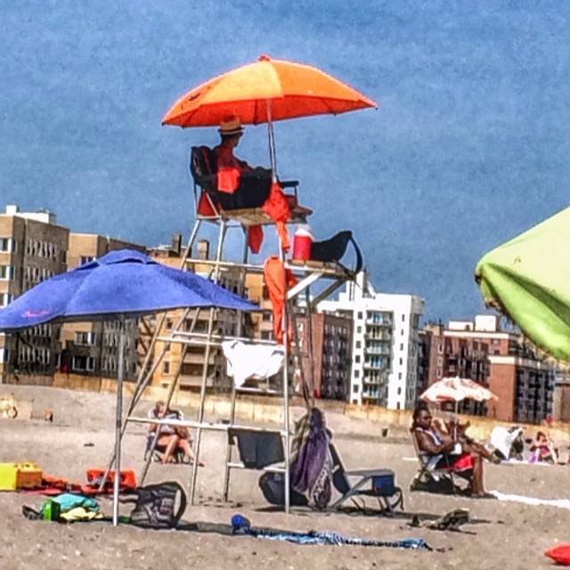 My parents are at the beach right now…. so jealous! #rockaway #snapseed #queenslove (at Beach 125 Rockaway Beach)