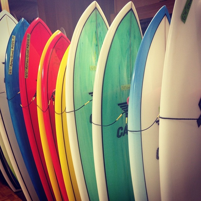 Almost summer … @rockawaybeachsurfshop #iwannalearntosurf #latergram (at Rockaway Beach Surf Shop)