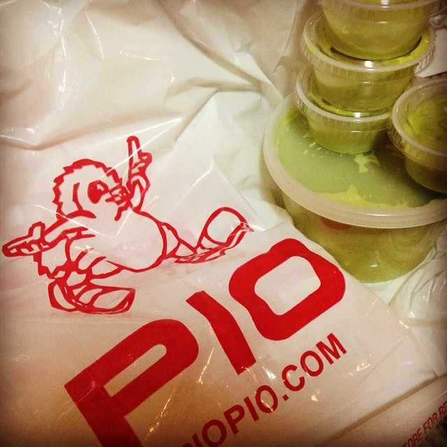 Talk about extra green sauce #latedinner #piopiotogo #regopark  (at Pio Pio)